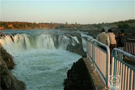 Narmada river's water from this waterfall flows down to Bheraghat in between the marble mountains.